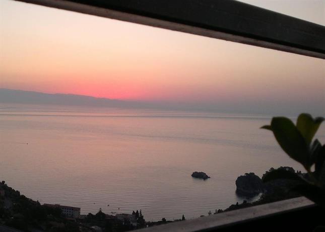 B&B La Terrazza Sul Mare Taormina - Compare Deals