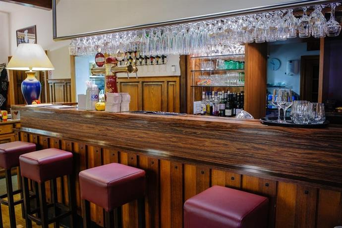 Hotel restaurant la couronne haguenau compare deals for Restaurant haguenau