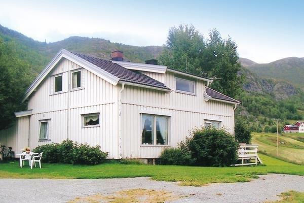 Three-Bedroom Holiday home in Hemsedal