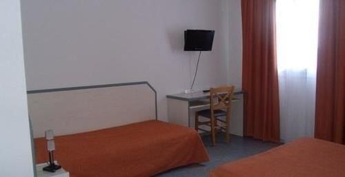 hotel atlantis langon offerte in corso. Black Bedroom Furniture Sets. Home Design Ideas