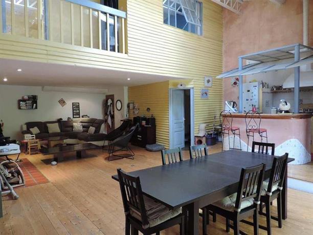 duplex avec terrasse tropezienne pezenas compare deals. Black Bedroom Furniture Sets. Home Design Ideas