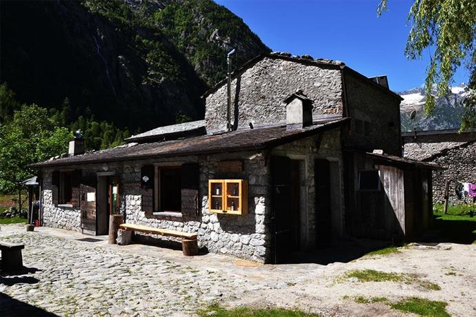 Find Hotel in Val Masino - Hotel deals and discounts | FindHotel