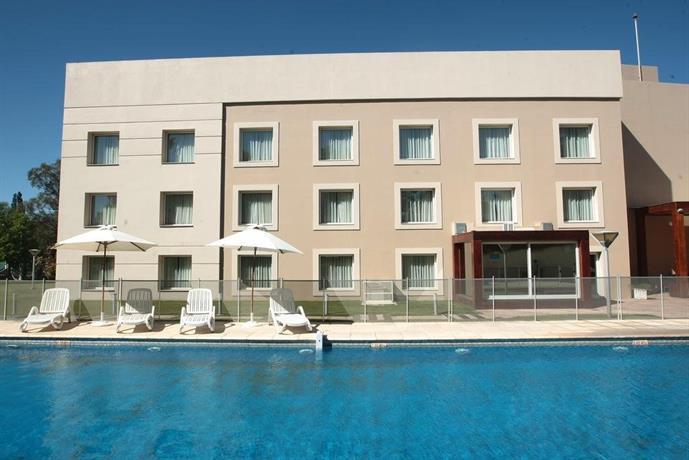 Howard Johnson Rio Cuarto Hotel Y Casino - Compare Deals