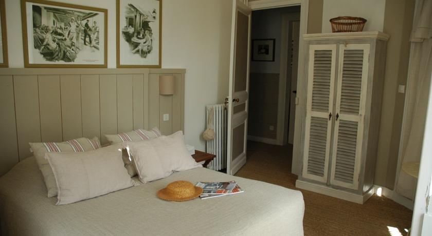 Villa Frivole Chambres DHotes BB SaintPalaisSurMer  Compare Deals