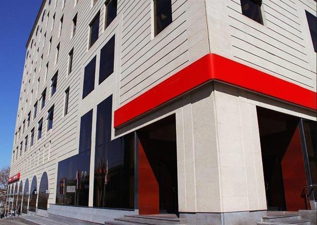 Metro aparthotel yerevan confronta le offerte for Appart hotel yerevan