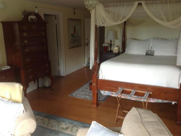 Stonehouse Manor Bed And Breakfast
