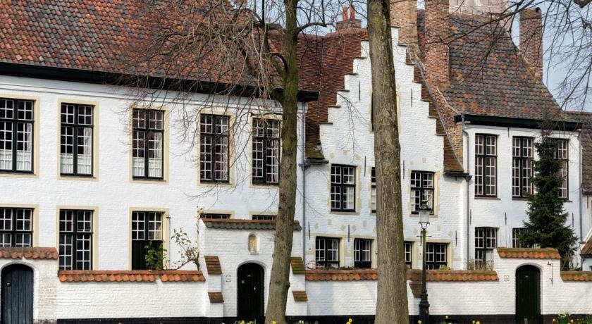 Apartment odevaere bruges compare deals for Appart hotel belfort