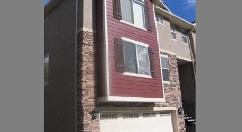 Downtown Spacious 2-bedroom Condo by Wasatch Vacation Homes