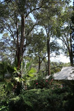 Australian Skies Chalets & Gardens