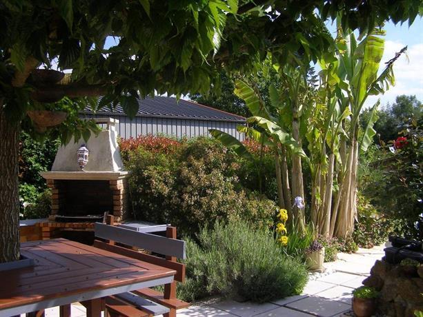 Au jardin d 39 eden saint georges de reintembault compare for Jardin d eden
