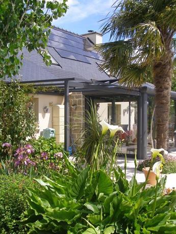 Au jardin d 39 eden saint georges de reintembault compare for Au jardin d eden evian