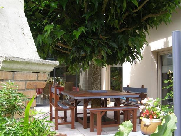 Au jardin d 39 eden saint georges de reintembault compare for Au saint roch hotel jardin