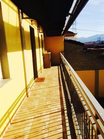 Casa indipendente con cortile privato turin compare deals for Casa con cortile centrale
