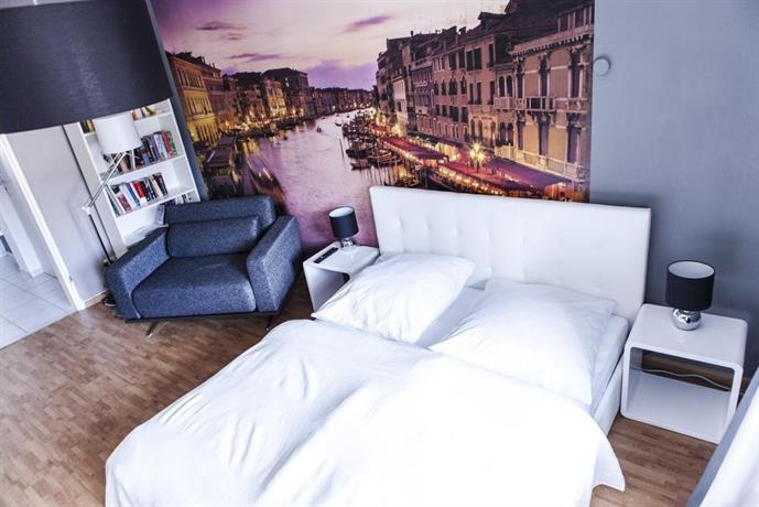 Venice boutique apartment freiburg im breisgau compare for Boutique hotel freiburg
