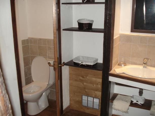 la maison de julie entrevaux confronta le offerte. Black Bedroom Furniture Sets. Home Design Ideas