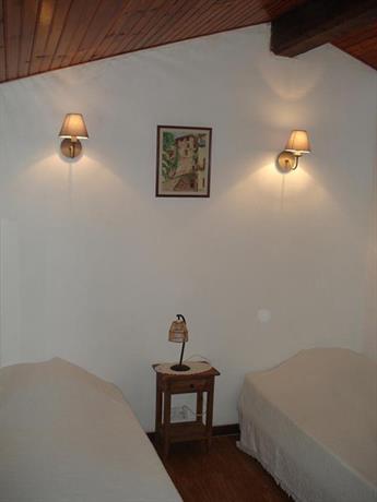 la maison de julie entrevaux compare deals. Black Bedroom Furniture Sets. Home Design Ideas