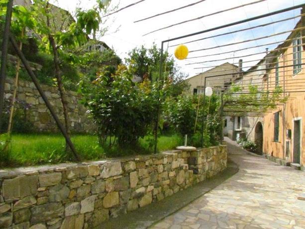 Agriturismo il piccolo borgo diano san pietro confronta for Il piccolo hotel progetta le planimetrie