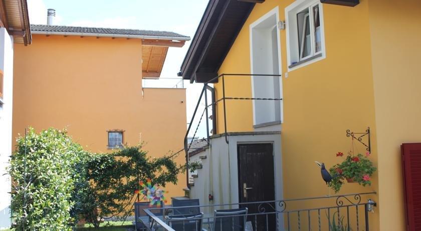 Casa Gialla Gordola