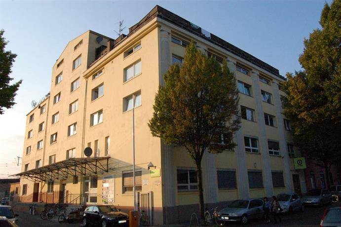 Apartment in Ehrenfeld near Venloer Strasse/Gurtel Underground Station
