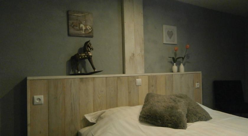 Chambres d\'Hotes La Tulipe Orange, Champdray - Compare Deals