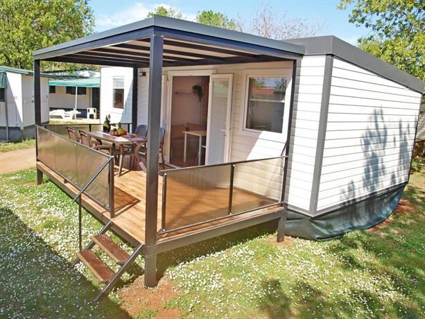camping adria mobile home park umag compare deals. Black Bedroom Furniture Sets. Home Design Ideas
