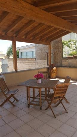 Casa vacanze rosa di maggio lecce compare deals for Casa maggio