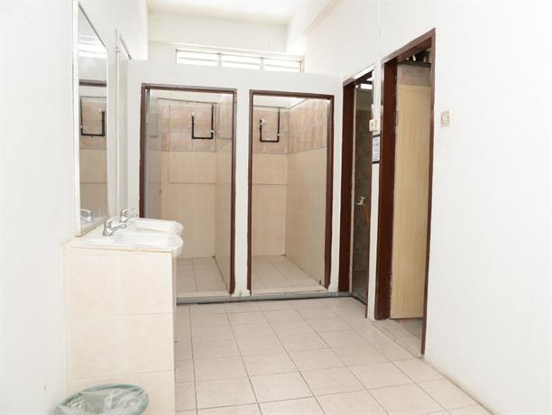 Kb backpacker lodge kota bharu compare deals for J bathroom kota bharu