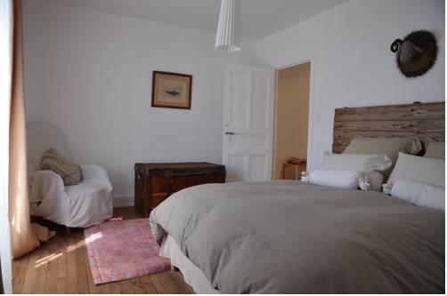 Chambre d 39 hotes villa les tilleuls millau compare deals for Chambre hote millau