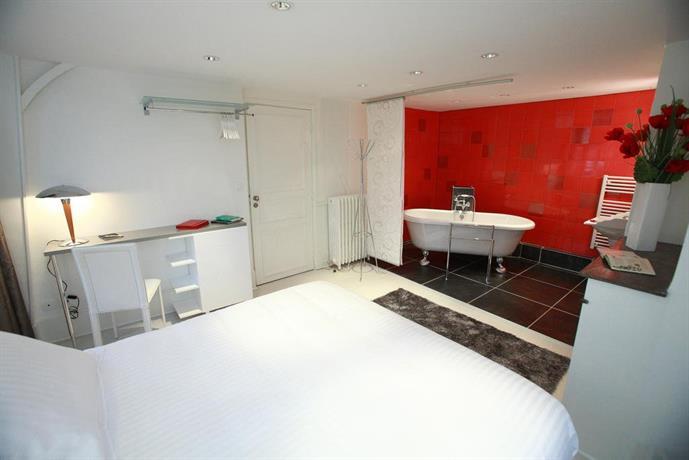 chambres d 39 hotes villa pascaline clermont ferrand compare deals. Black Bedroom Furniture Sets. Home Design Ideas