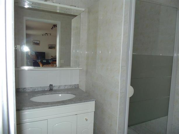 maison de pecheur port en bessin huppain compare deals. Black Bedroom Furniture Sets. Home Design Ideas