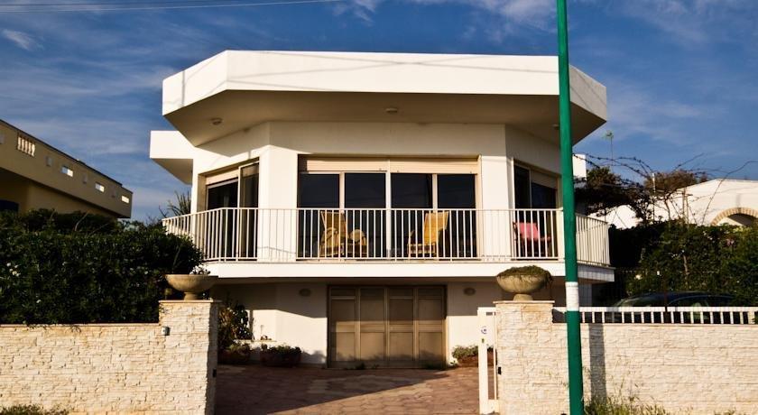 Mantour Appartamento Torre Suda Racale Compare Deals