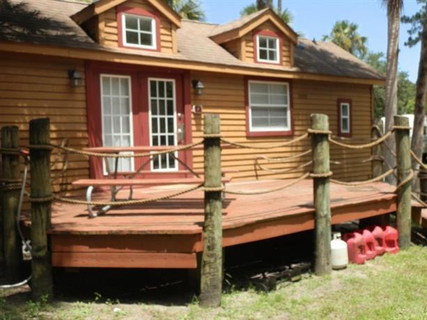 Crystal isles cabin 2 crystal river confronta le offerte for Cabin cabin in wisconsin dells con piscina all aperto