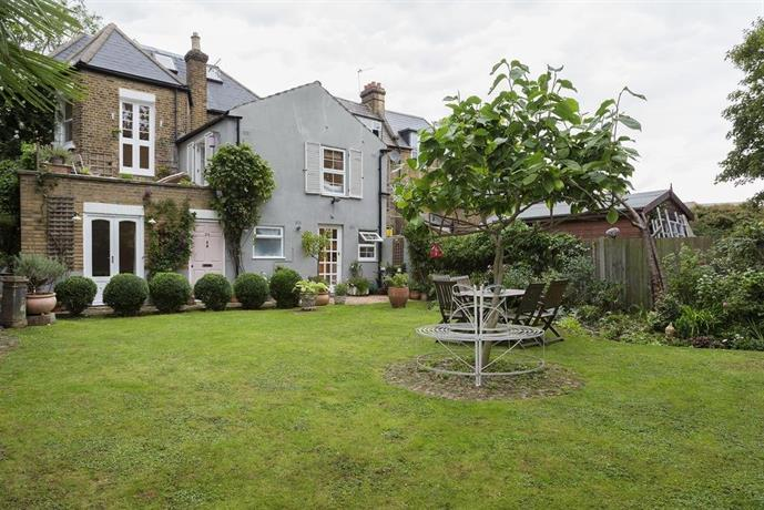 Two Bedroom House in Twickenham