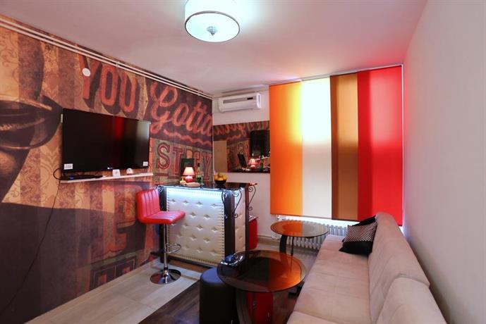 Design hostel mr charles zadar compare deals for Hotel design zadar
