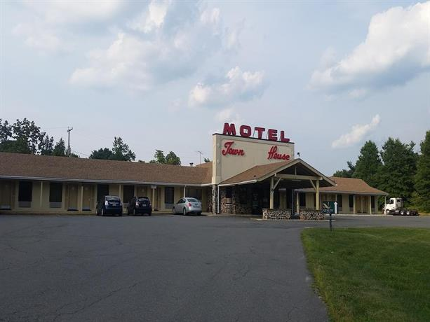Town house motor inn east windsor compare deals for Town house motor inn