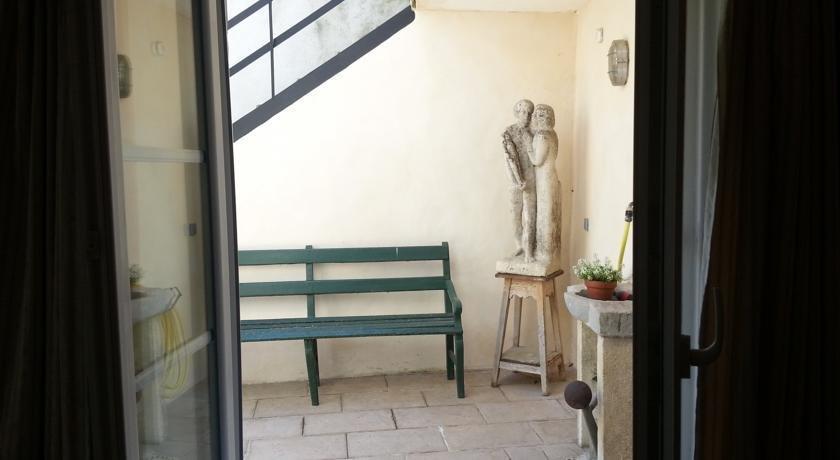 chambre d 39 hotes de la carriere romaine n mes confronta le offerte. Black Bedroom Furniture Sets. Home Design Ideas