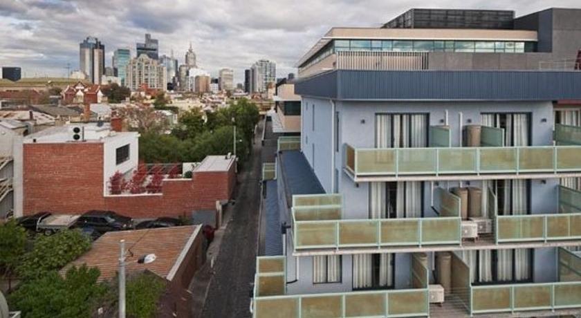 Carlton Lygon Lodge Studio Apartments