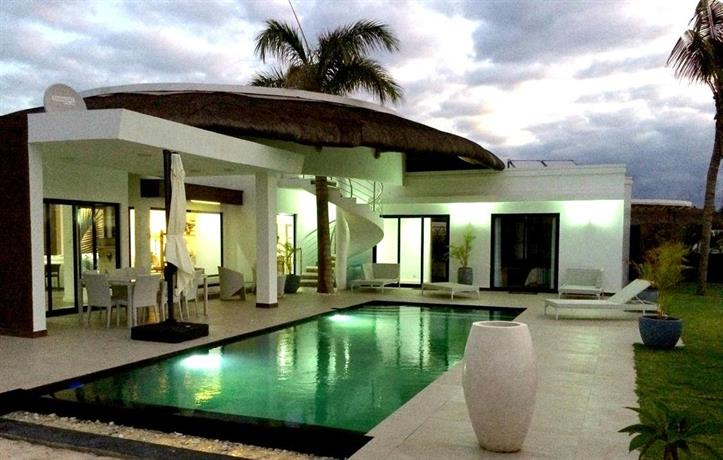 domaine mon ile pointe aux piments compare deals. Black Bedroom Furniture Sets. Home Design Ideas