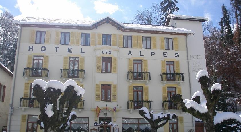 Hotel des alpes brides les bains compare deals for Hotel des bains rue delambre