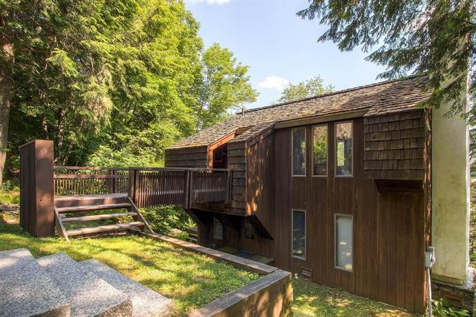 Cedar Rock Chalet Three-Bedroom Chalet
