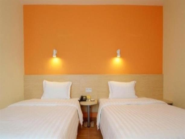 7 Days Inn Wuhan Huaqiao City Happy Valley Branch