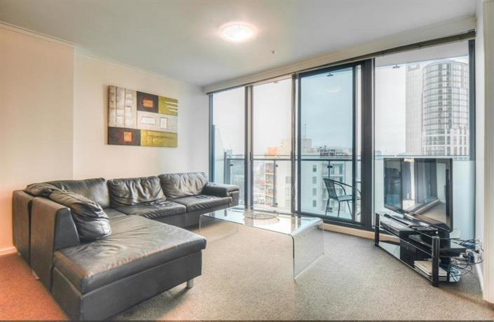Cityviews 2 Bedroom Apartment Melbourne Compare Deals