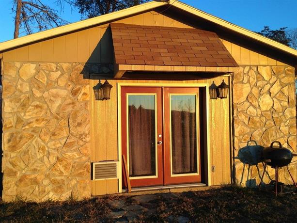 Bunkhouse at Cherokee Lake