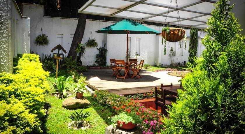 Hotel alcazar de patio bonito medellin compare deals for Patio bonito