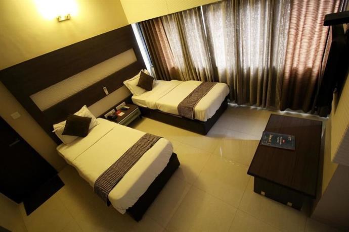 Oyo Rooms Rc Dutt Road Vadodara Compare Deals