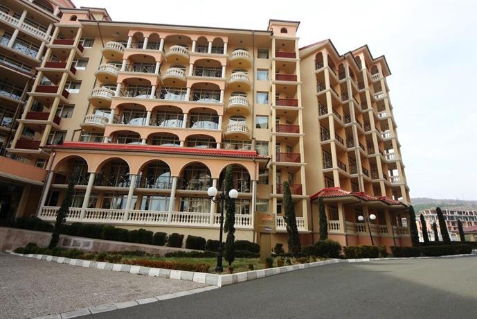 About Menada Atrium Apartments