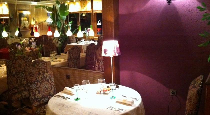 Restaurant Rue De La Roseraie