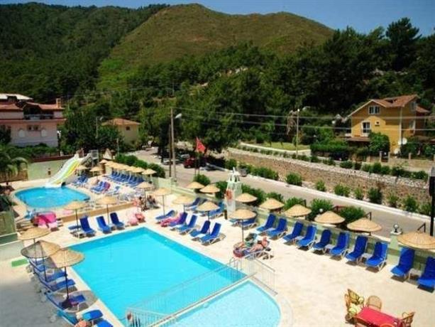Hotel club daystar apart marmaris compare deals for Corse appart hotel