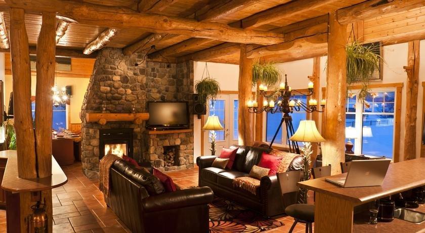 grand chalet en bois rond baie saint paul compare deals. Black Bedroom Furniture Sets. Home Design Ideas