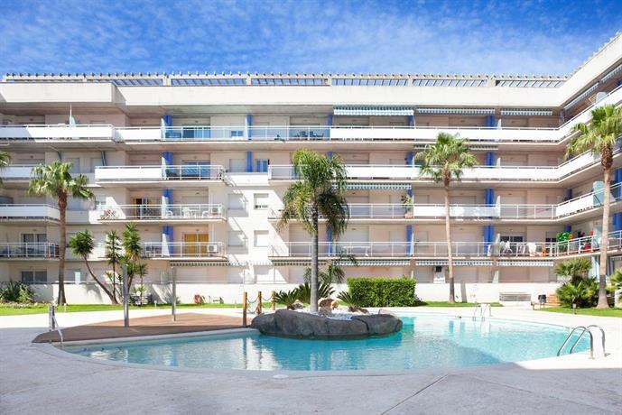 Vista roses mar apartamento con piscina compare deals for Apartamentos en torre del mar con piscina